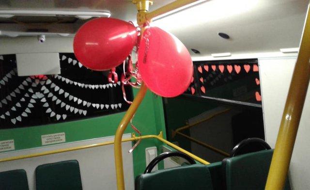 У Мукачеві водій до Дня Св. Валентина прикрасив салон автобусу сердечками та кульками (ФОТОФАКТ), фото-3