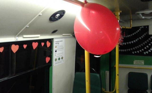 У Мукачеві водій до Дня Св. Валентина прикрасив салон автобусу сердечками та кульками (ФОТОФАКТ), фото-5