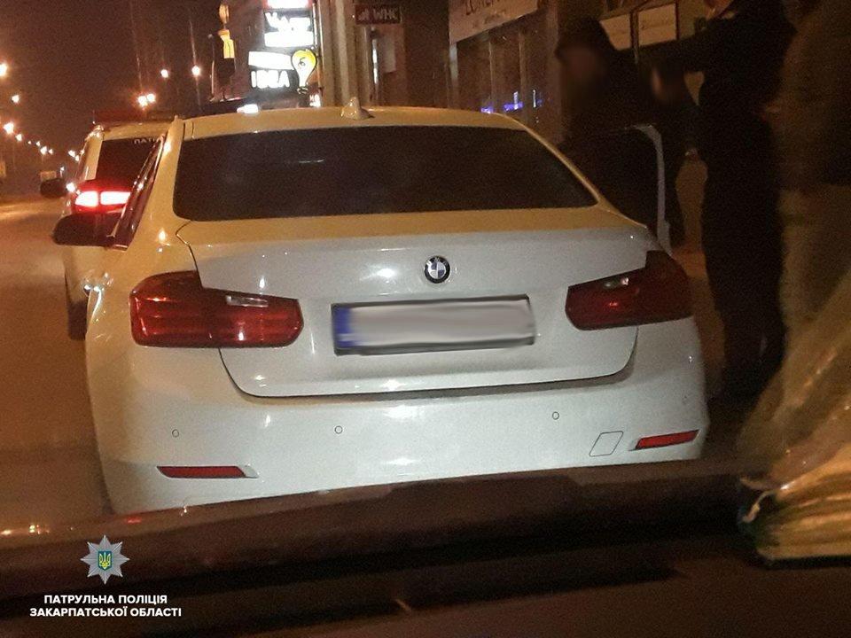 В Ужгородi п'яний водій врізався в припаркований на узбіччі автомобіль (ФОТО), фото-1