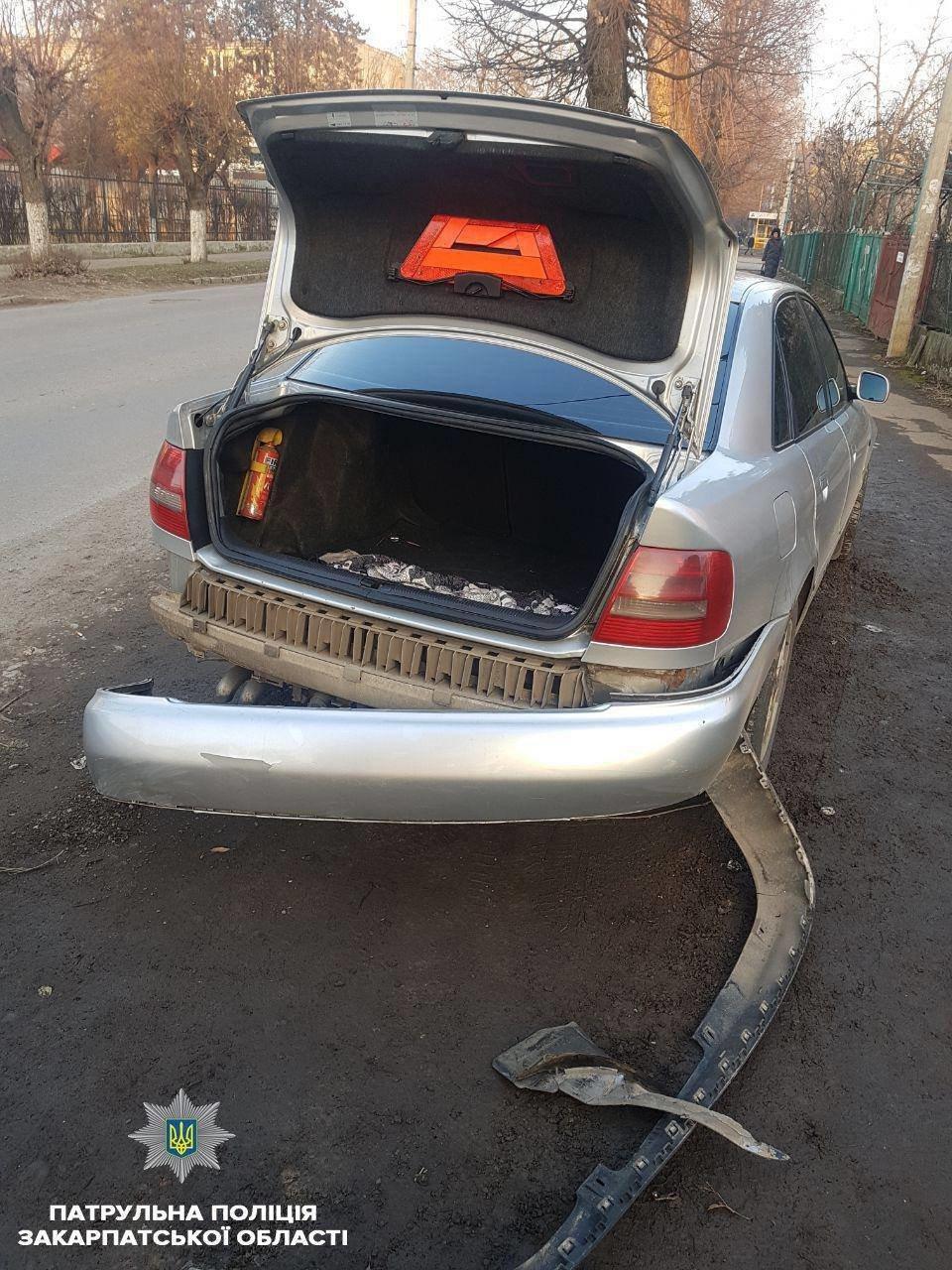 """В Ужгороді патрульні затримали п`яного водія ВАЗу, який скоїв ДТП і """"накивав п'ятами"""" (ФОТО) , фото-2"""