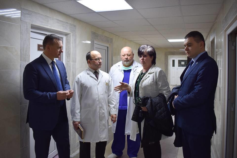 Мер Ужгорода оглянув хід капітального ремонту міської лікарні (ФОТО), фото-1