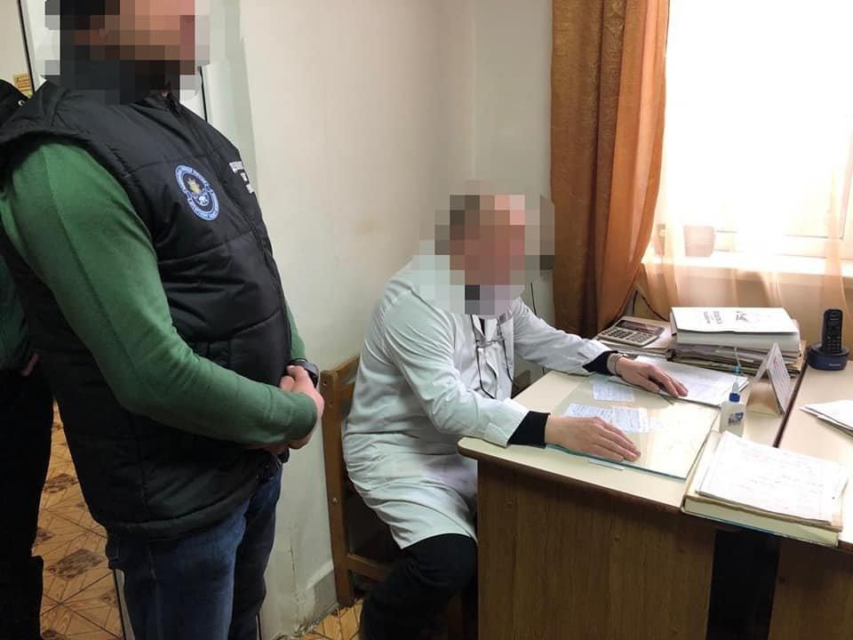 50 євро за добу лікування: Офіційні подробиці арешту лікаря, який вимагав хабар за лікування важкохворої жінки (ФОТО), фото-1