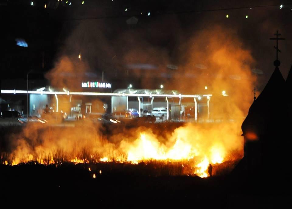 В Ужгороді рятувальники за добу виїжджали на 6 пожеж сухостою, фото-1