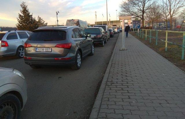 """На КПП """"Лужанка-Берегшурань"""" ускладнено рух автівок - підозрюють саботаж митників (ФОТО), фото-2"""