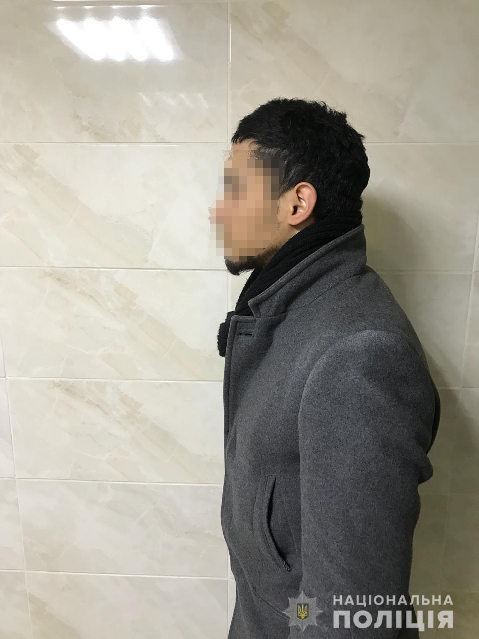 28-річного іноземця, який переправляв нелегалів через кордон Закарпаття, затримали в Києві (ФОТО), фото-1
