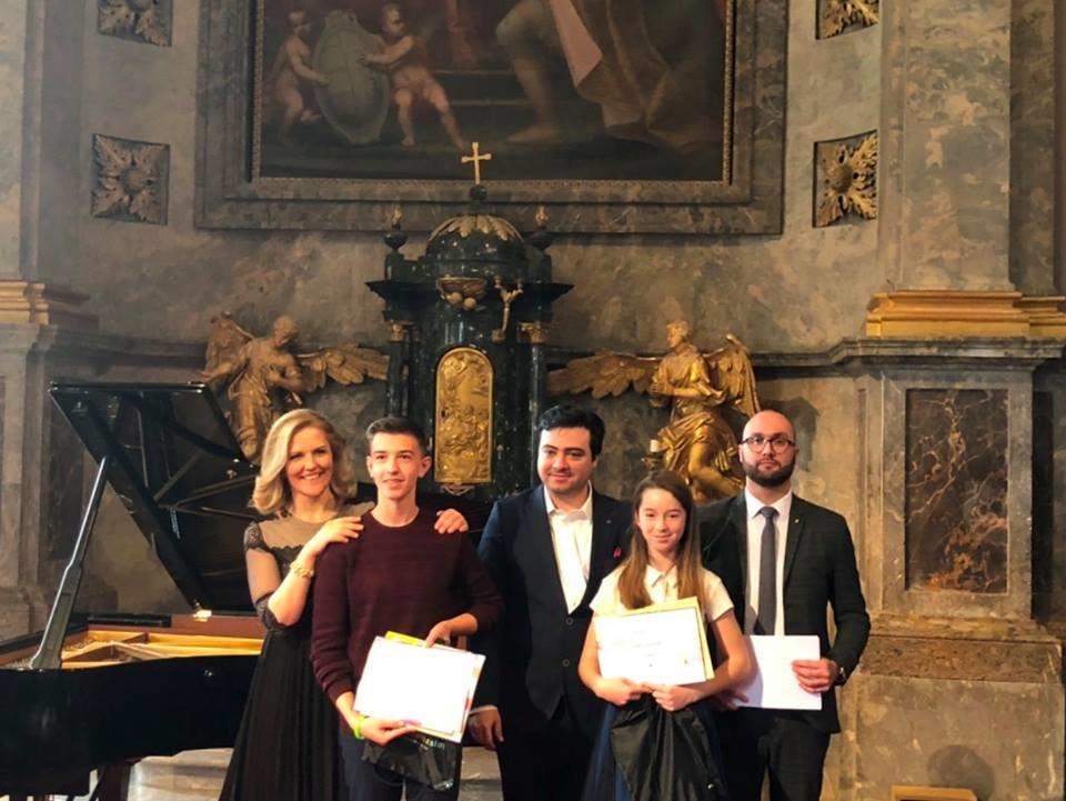 Юні ужгородці посіли перші місця на Міжнародному конкурсі фoртепіанних ансамблів в Угорщині (ФОТО), фото-1