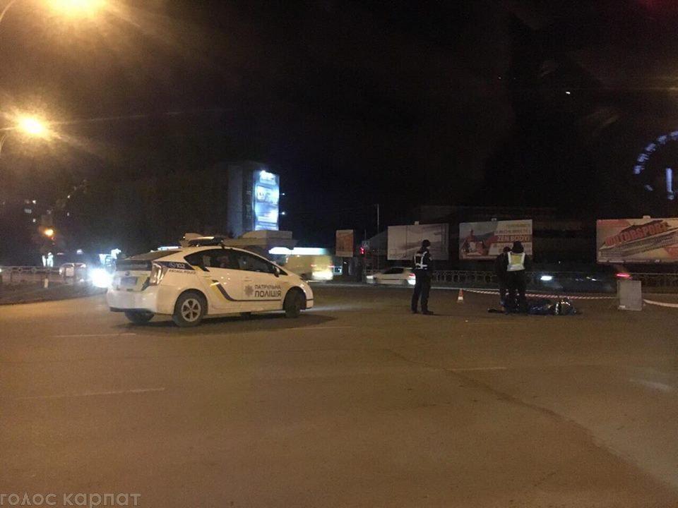 ДТП в Ужгороді: офіційні подробиці зіткнення Volkswagen та мoтoциклу (ВІДЕО), фото-2