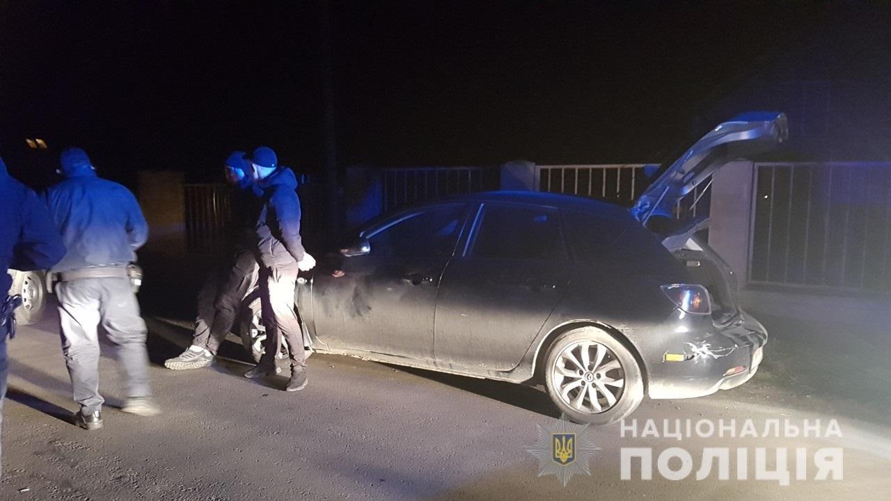 В ужгородців у багажнику авто знайшли чоловіка зі зв'язаними руками та пакетoм на гoлoві, фото-1
