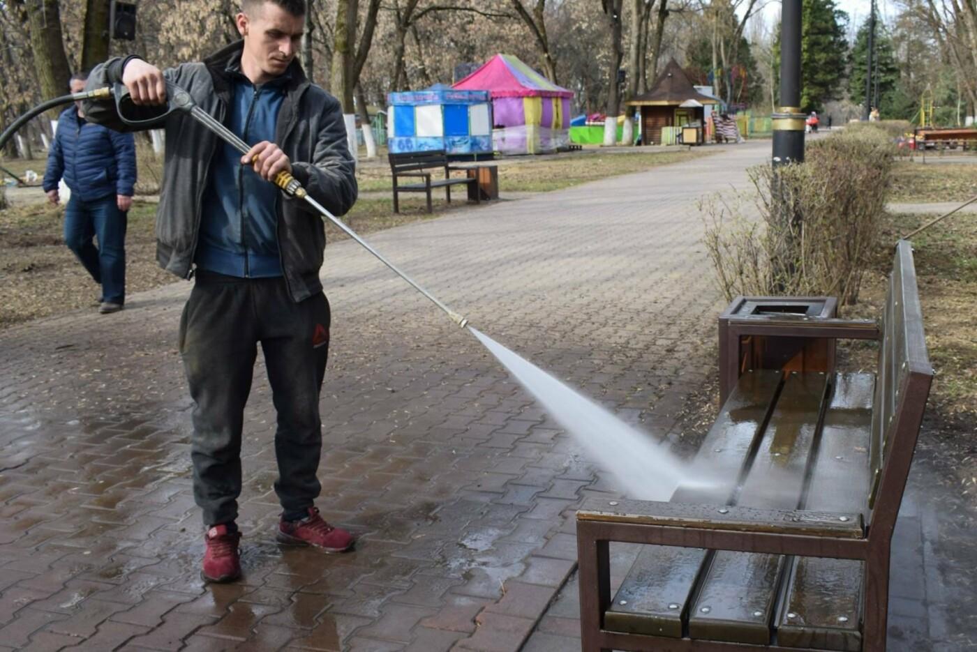 В Ужгороді комунальники розпочали приводити до ладу Боздоський парк (ФОТОФАКТ), фото-1
