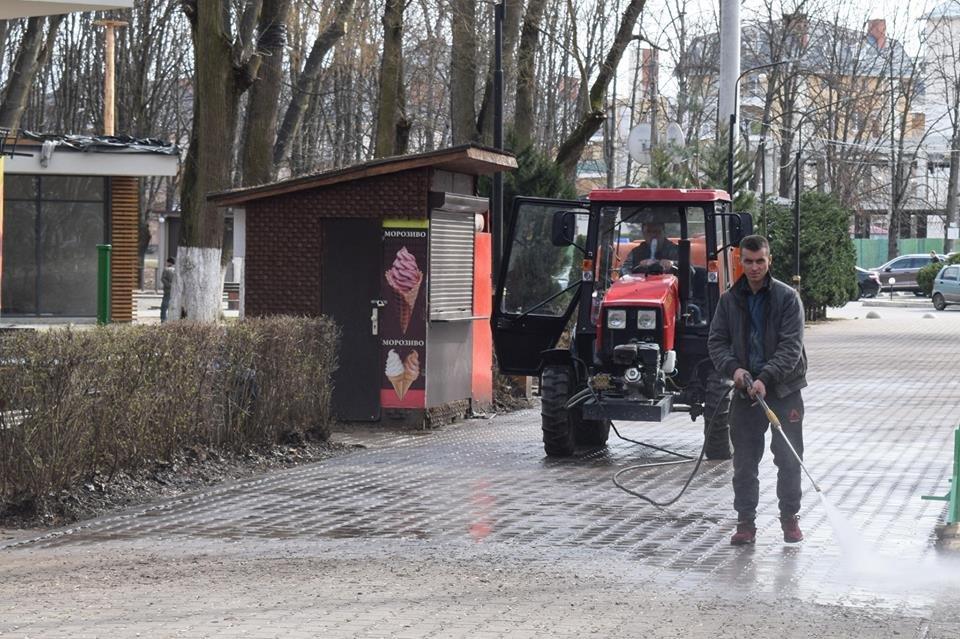 В Ужгороді комунальники розпочали приводити до ладу Боздоський парк (ФОТОФАКТ), фото-3