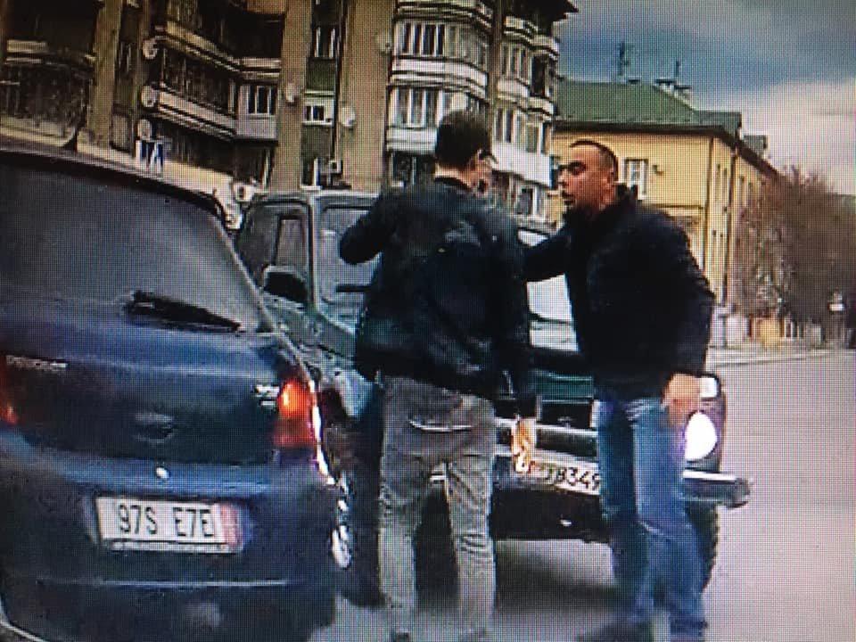 """В Ужгороді на проспекті Свободи """"Нива"""" влетіла у """"Peugeot"""" (ВІДЕО), фото-1"""