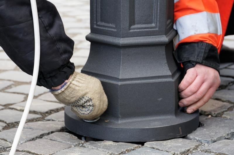 В Ужгороді замінюють ліхтар, збитий у грудні посадовцем (ФОТОФАКТ) , фото-6