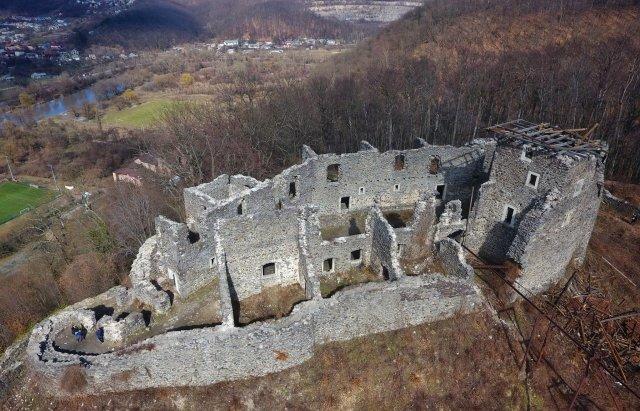 У мережі показали Невицький замок без даху на донжоні з висоти пташиного польоту (ВІДЕО), фото-4