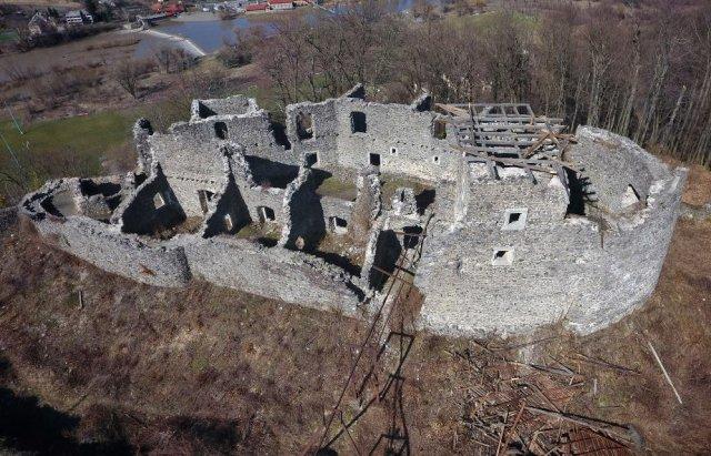 У мережі показали Невицький замок без даху на донжоні з висоти пташиного польоту (ВІДЕО), фото-1