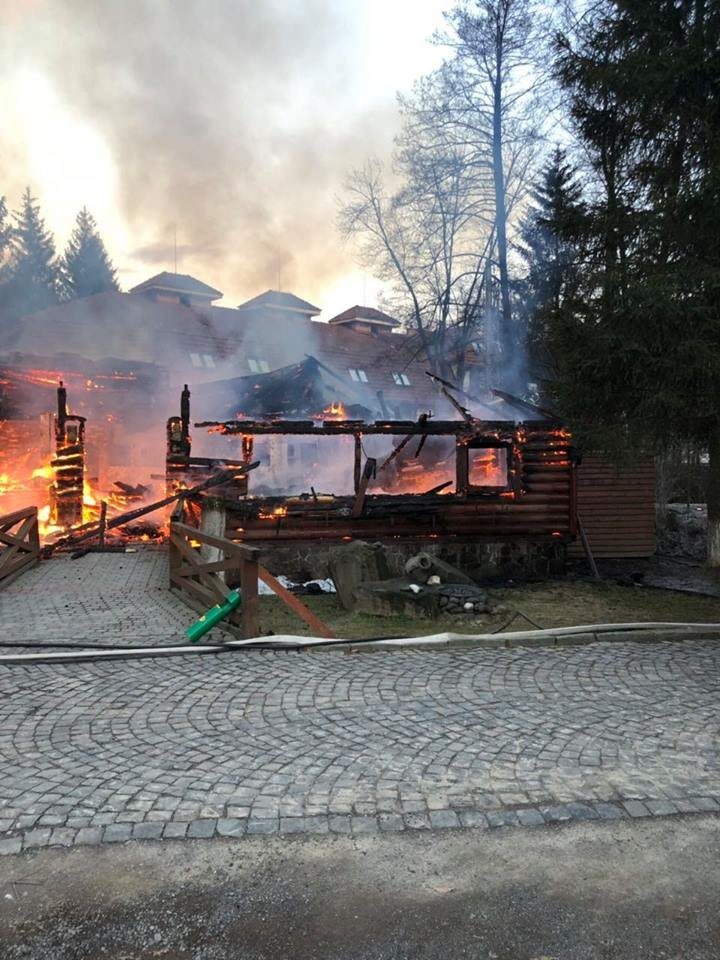 Вогнеборці показали наслідки пожежі у ресторані на території одного із санаторіїв Закарпаття (ФОТО), фото-7