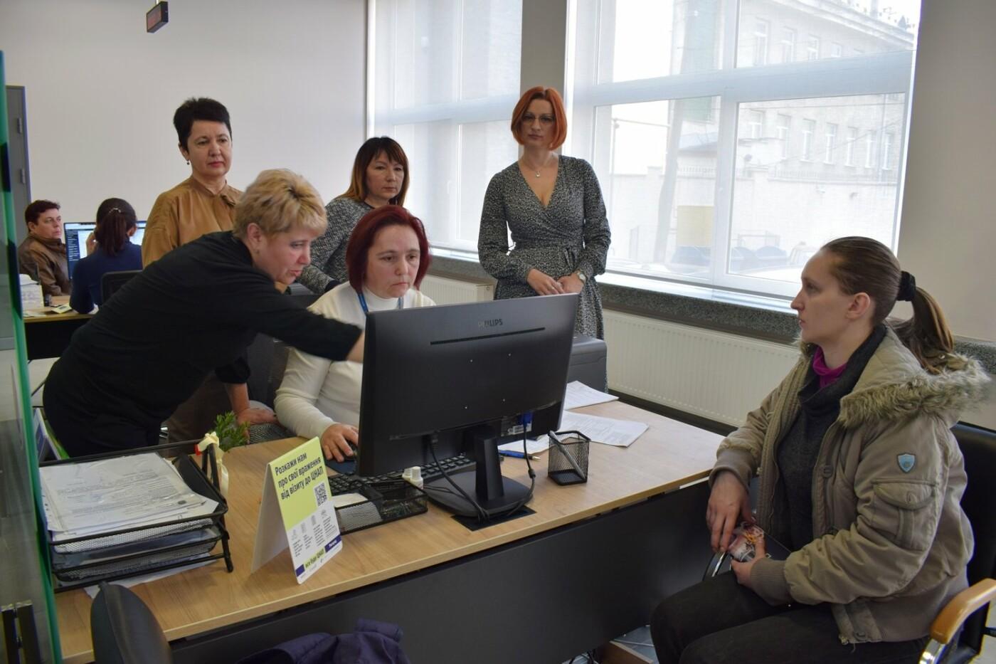 В Ужгородському ЦНАПі  почали надавати нові адміністративні послуги (ФОТО), фото-1