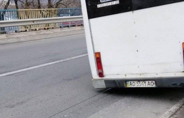 На Закарпатті на  трасі Київ — Чоп автомобіль зіткнувся з маршруткою (ВІДЕОФАКТ), фото-3