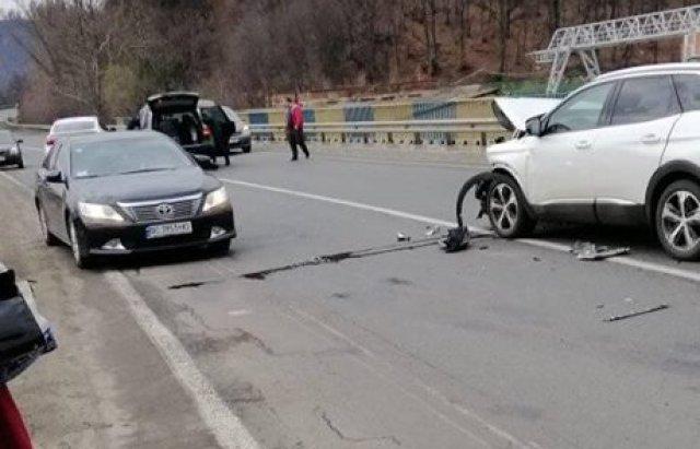 На Закарпатті на  трасі Київ — Чоп автомобіль зіткнувся з маршруткою (ВІДЕОФАКТ), фото-1