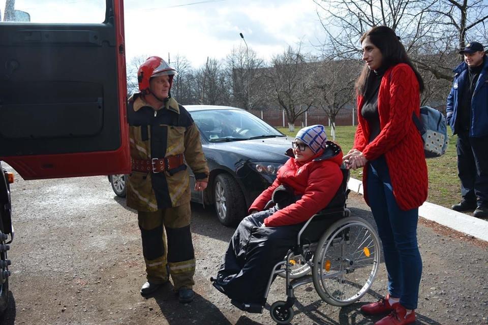 Фото дня: як в Ужгороді вогнеборці здійснили мрію 13-річного Михайла, фото-3