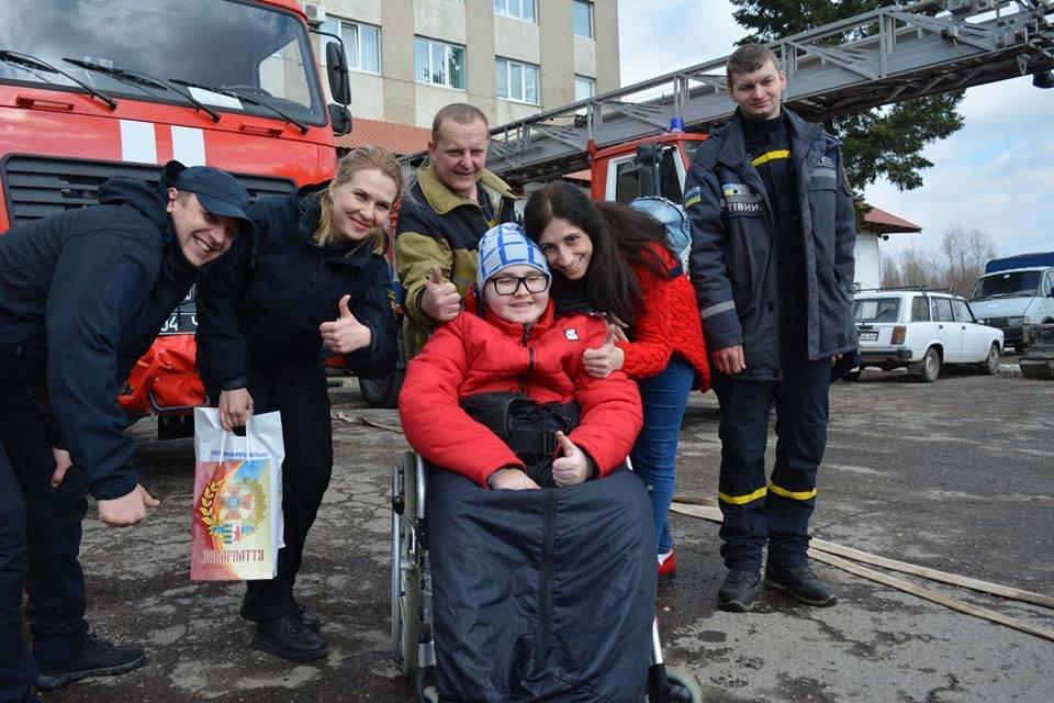 Фото дня: як в Ужгороді вогнеборці здійснили мрію 13-річного Михайла, фото-14