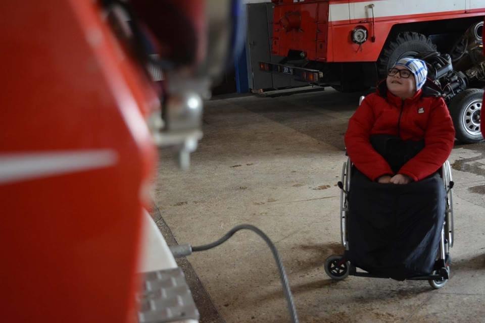 Фото дня: як в Ужгороді вогнеборці здійснили мрію 13-річного Михайла, фото-6