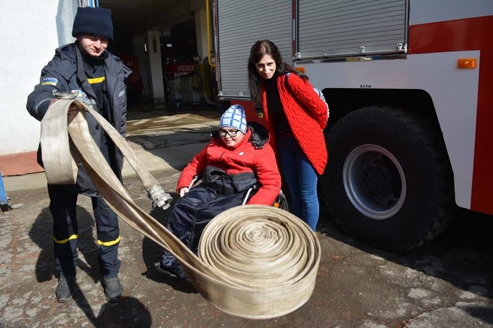 Фото дня: як в Ужгороді вогнеборці здійснили мрію 13-річного Михайла, фото-10