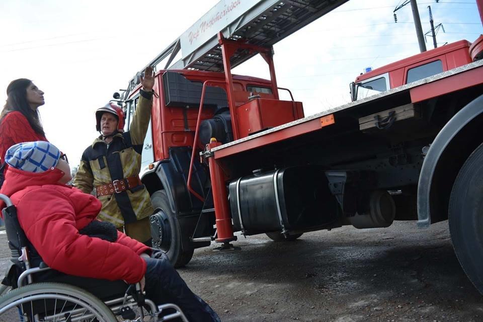 Фото дня: як в Ужгороді вогнеборці здійснили мрію 13-річного Михайла, фото-8