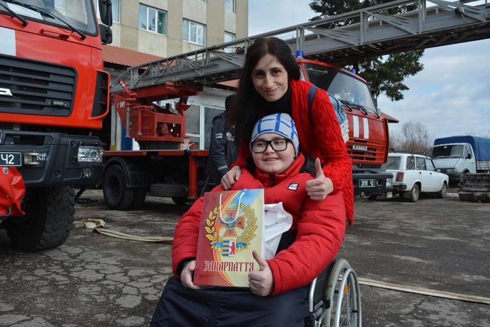Фото дня: як в Ужгороді вогнеборці здійснили мрію 13-річного Михайла, фото-1
