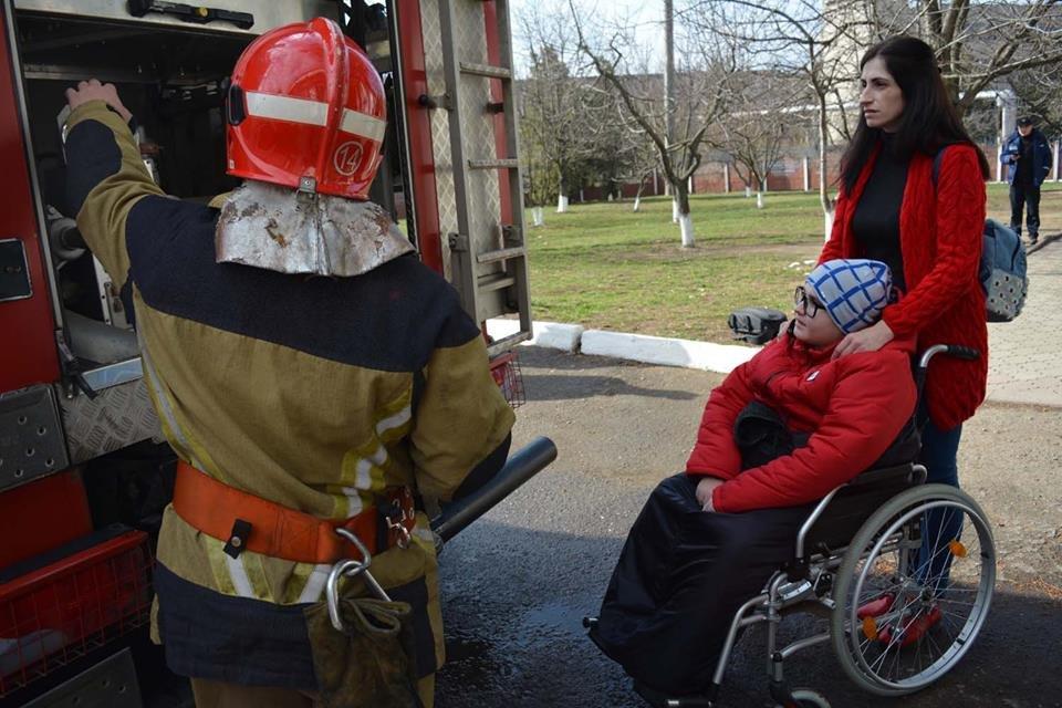 Фото дня: як в Ужгороді вогнеборці здійснили мрію 13-річного Михайла, фото-9
