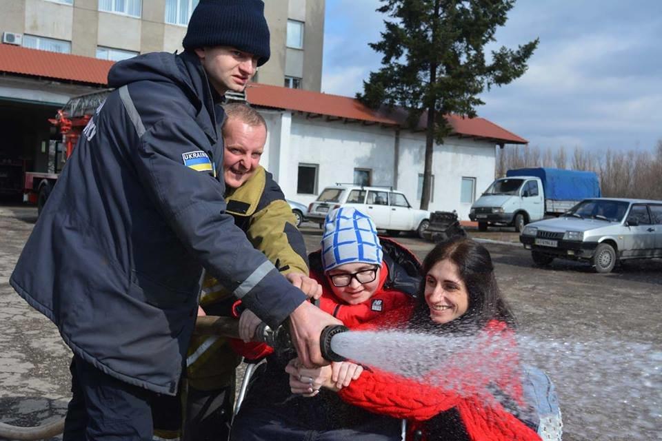 Фото дня: як в Ужгороді вогнеборці здійснили мрію 13-річного Михайла, фото-12