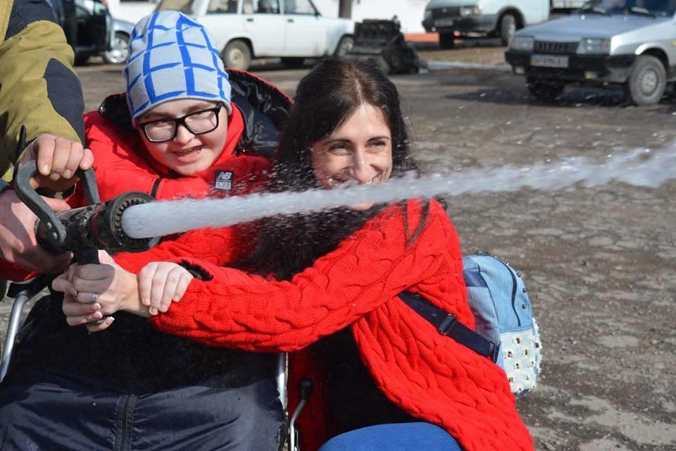 Фото дня: як в Ужгороді вогнеборці здійснили мрію 13-річного Михайла, фото-11