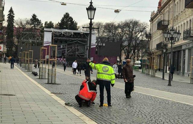 Зміни у планах: в Ужгороді на Петефі готуються до візиту Президента (ВІДЕО), фото-1