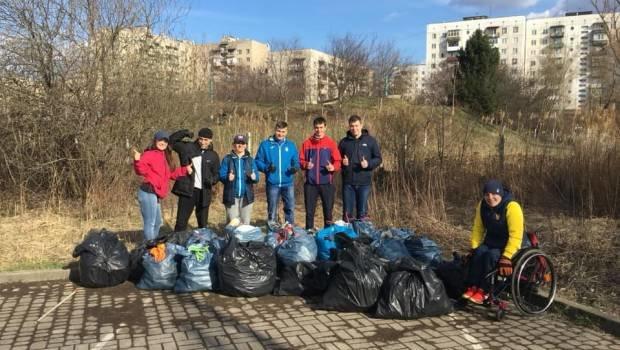 Молоді ужгородці приєдналися до всесвітнього екологічного флешмобу Trashtag Challenge (ФОТО), фото-1
