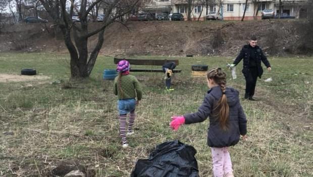Молоді ужгородці приєдналися до всесвітнього екологічного флешмобу Trashtag Challenge (ФОТО), фото-3