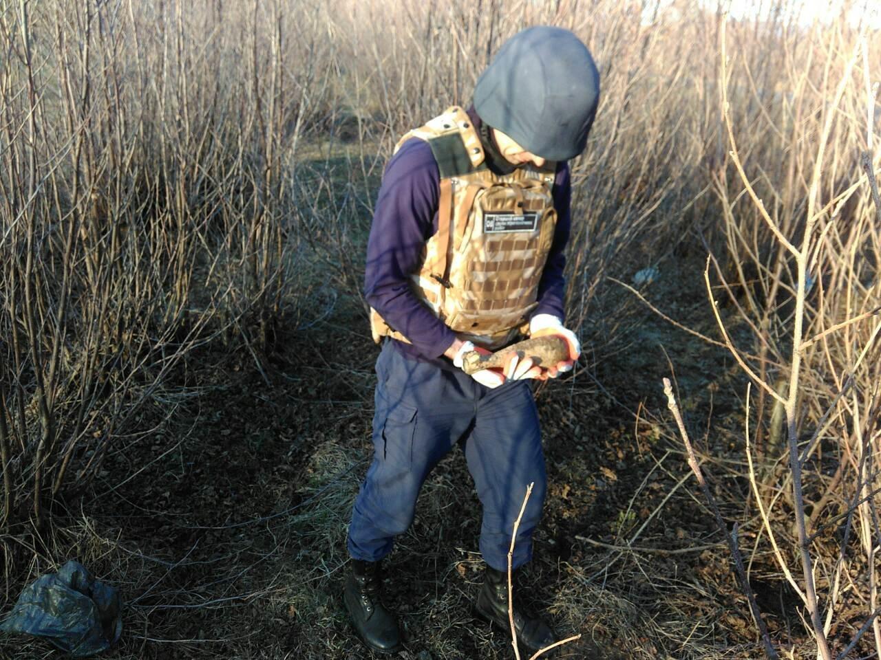 Ужгородці під час прогулянки містом знайшли дві мінометні міни (ФОТО), фото-1