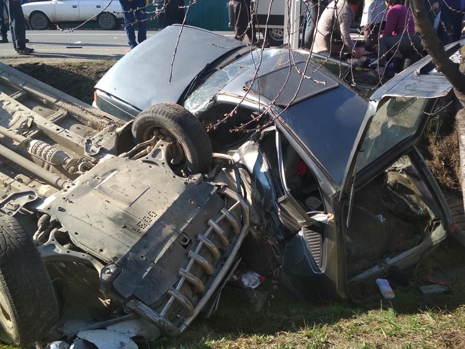 Моторошна аварія під Мукачевом: автівки злетіли в кювет, у важкому стані двоє постраждалих (ФОТО, ВІДЕО), фото-3
