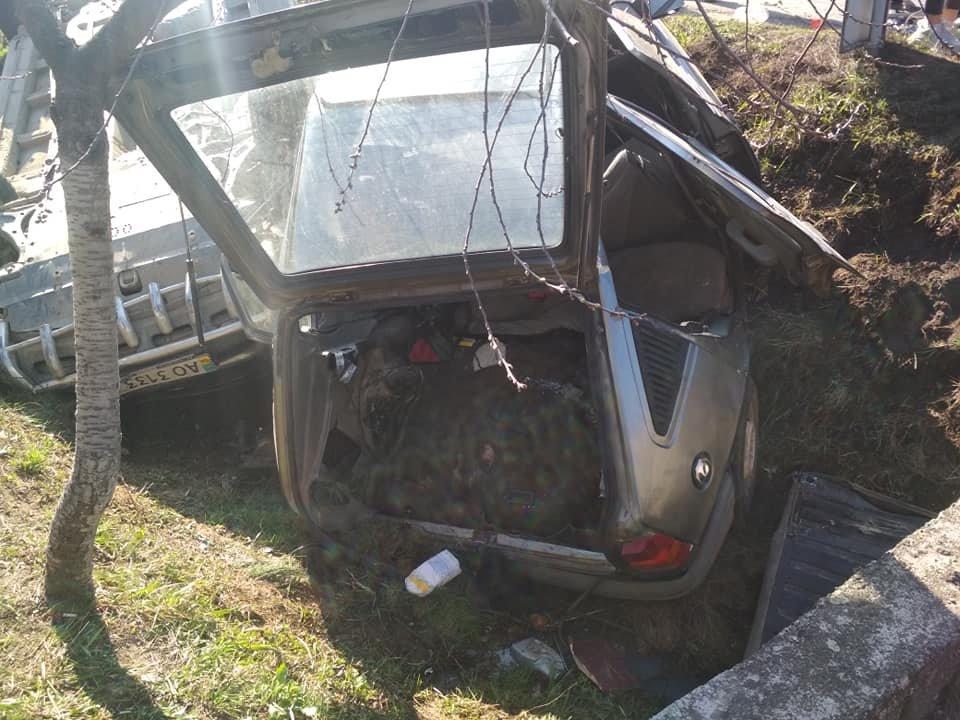 Моторошна аварія під Мукачевом: автівки злетіли в кювет, у важкому стані двоє постраждалих (ФОТО, ВІДЕО), фото-2