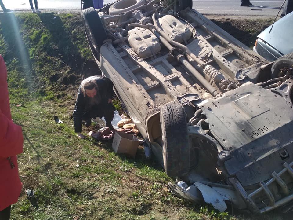 Моторошна аварія під Мукачевом: автівки злетіли в кювет, у важкому стані двоє постраждалих (ФОТО, ВІДЕО), фото-4