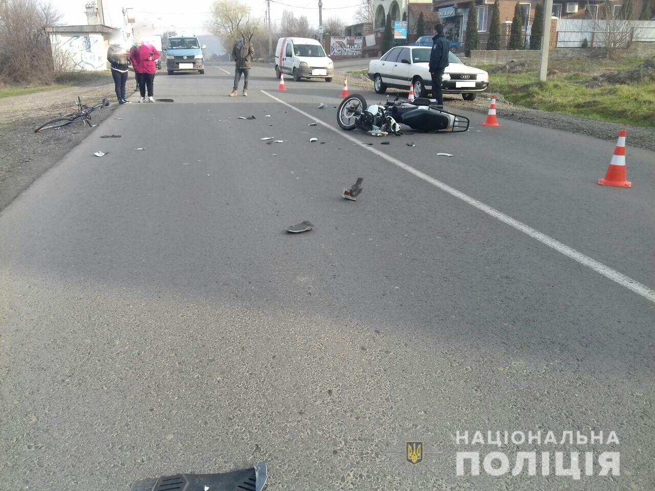 ДТП на Закарпатті: мотоцикл збив 15-річного велосипедиста. Юнак у лікарні (ФОТО), фото-1