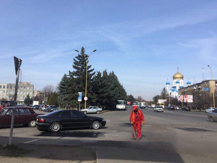 В Ужгороді розпочали ямковий ремонт доріг (ФОТО, ВІДЕО), фото-4
