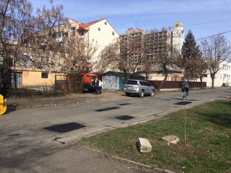 В Ужгороді розпочали ямковий ремонт доріг (ФОТО, ВІДЕО), фото-1