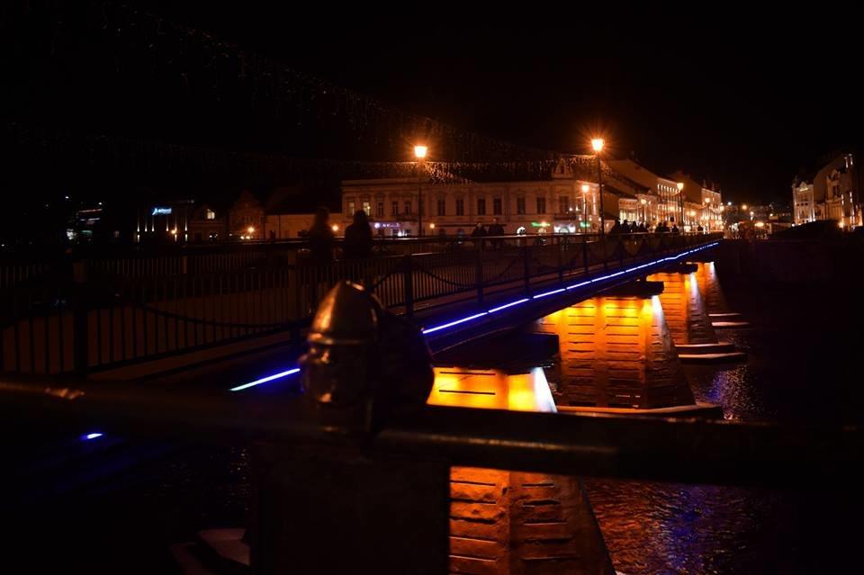 В Ужгороді на пішоходному мості відремонтували ілюмінаційне підсвічування (ФОТО), фото-5