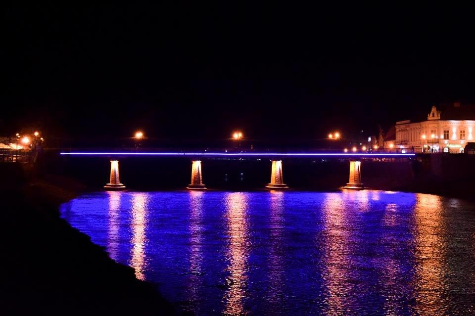 В Ужгороді на пішоходному мості відремонтували ілюмінаційне підсвічування (ФОТО), фото-1