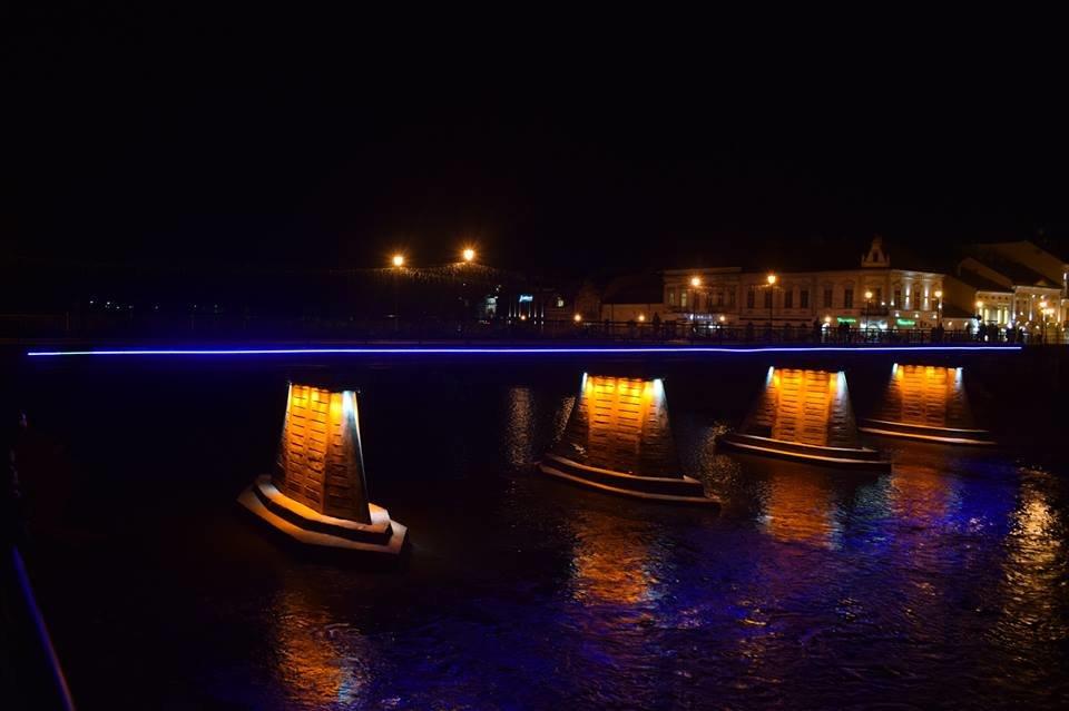 В Ужгороді на пішоходному мості відремонтували ілюмінаційне підсвічування (ФОТО), фото-4