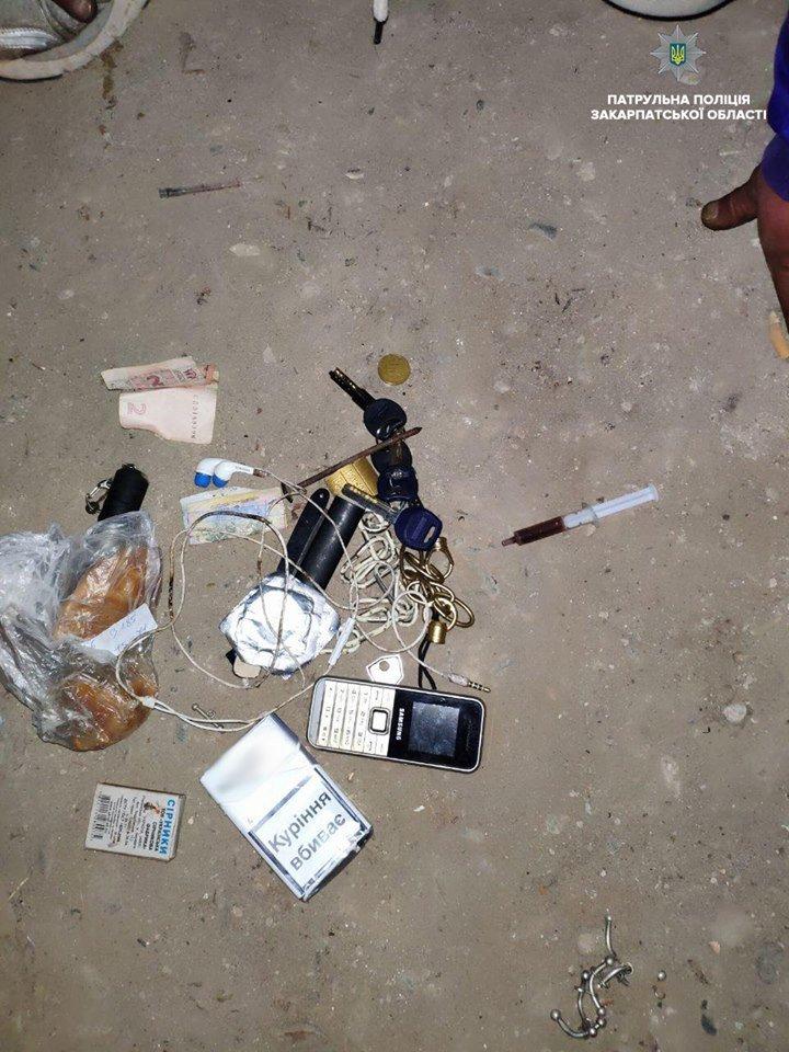В Ужгороді затримали чоловіка, який проник у чужий підвал та намагався викрасти речі (ФОТО), фото-2
