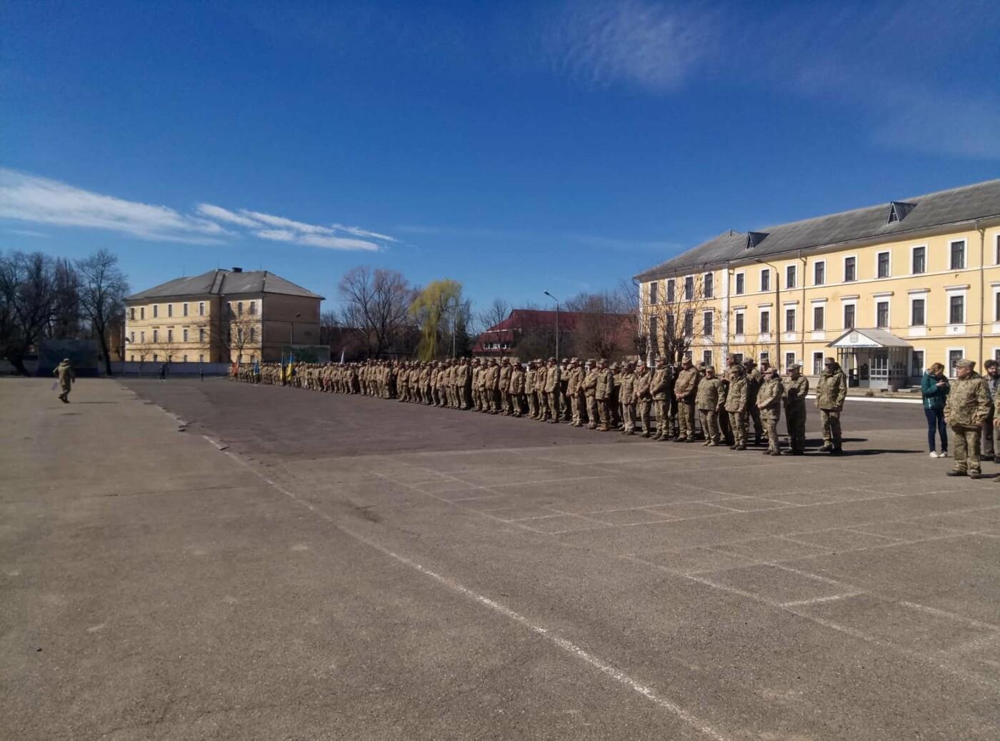 «Дякуємо, що ви є»:  як  Ужгород  зустрічав  128-му  бригаду (ФОТО) , фото-2