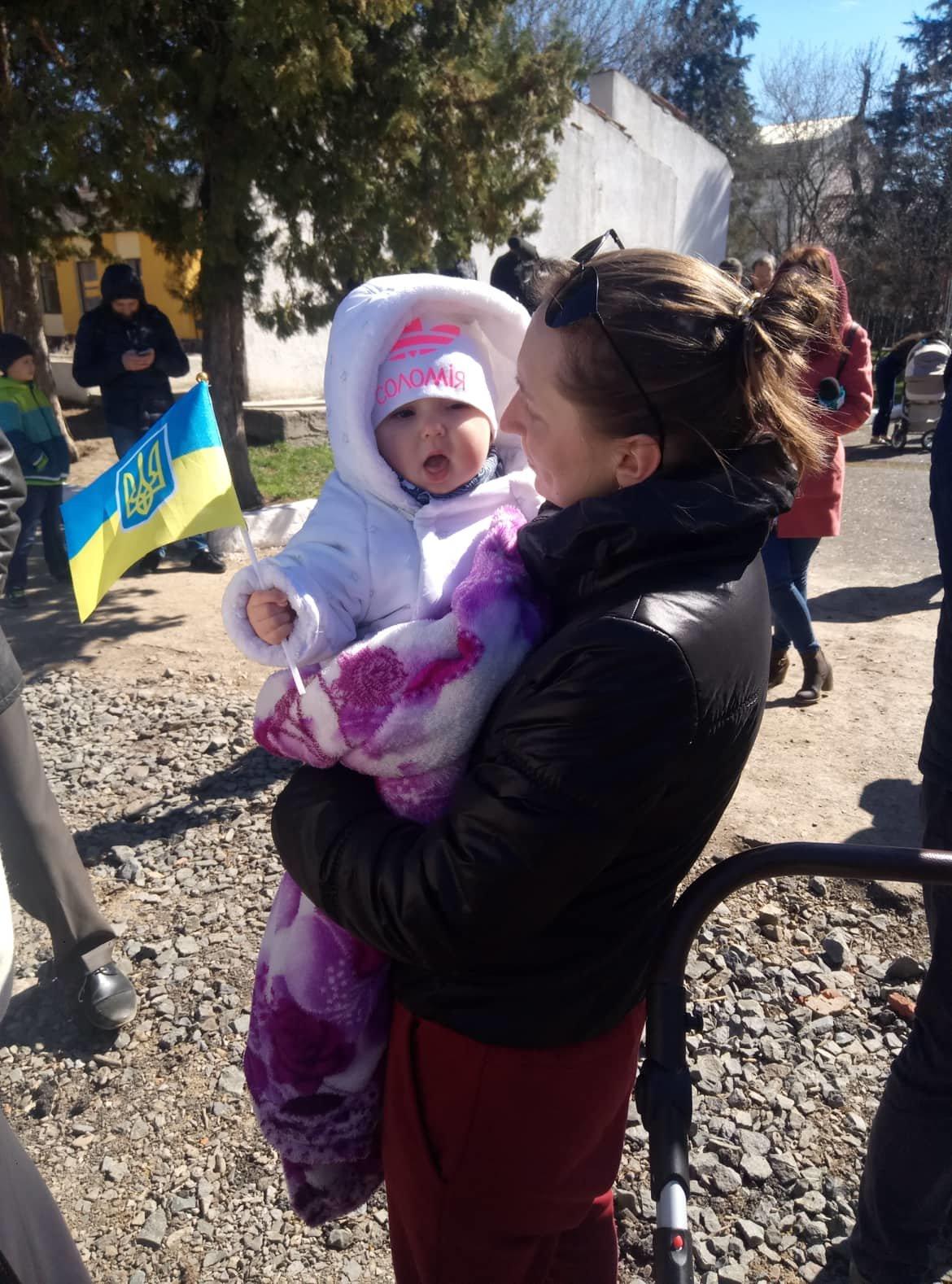 «Дякуємо, що ви є»:  як  Ужгород  зустрічав  128-му  бригаду (ФОТО) , фото-4