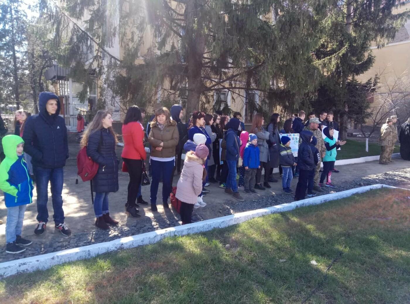 «Дякуємо, що ви є»:  як  Ужгород  зустрічав  128-му  бригаду (ФОТО) , фото-7