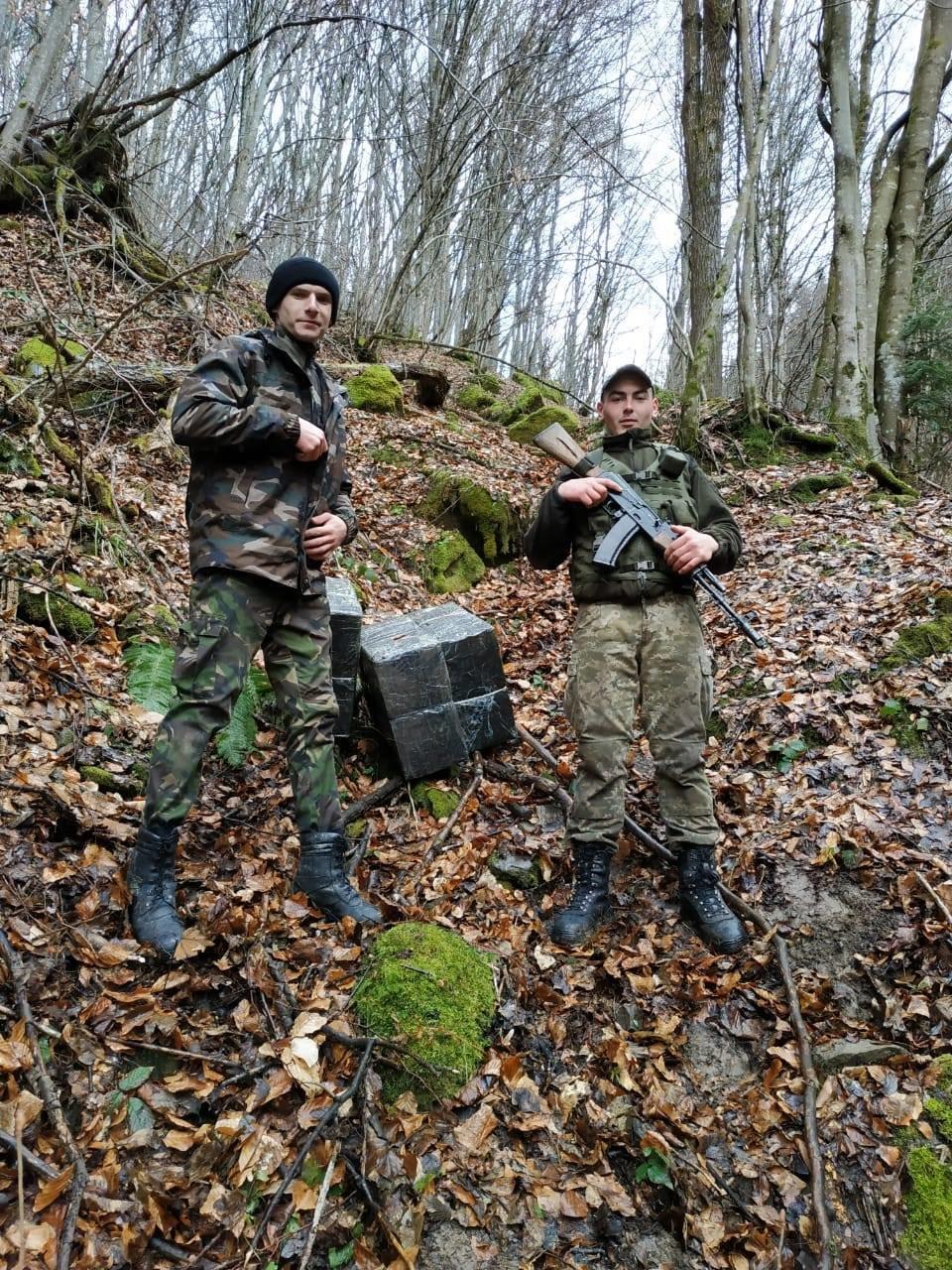 Під час спільного патрулювання на кордоні Закарпаття з Румунією, прикордонники застали контрабандиста (ФОТО) , фото-1