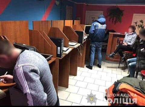 Учасникам злочинної групи, яка організувала мережу гральних закладів на Закарпатті, оголошено про підозру, фото-1